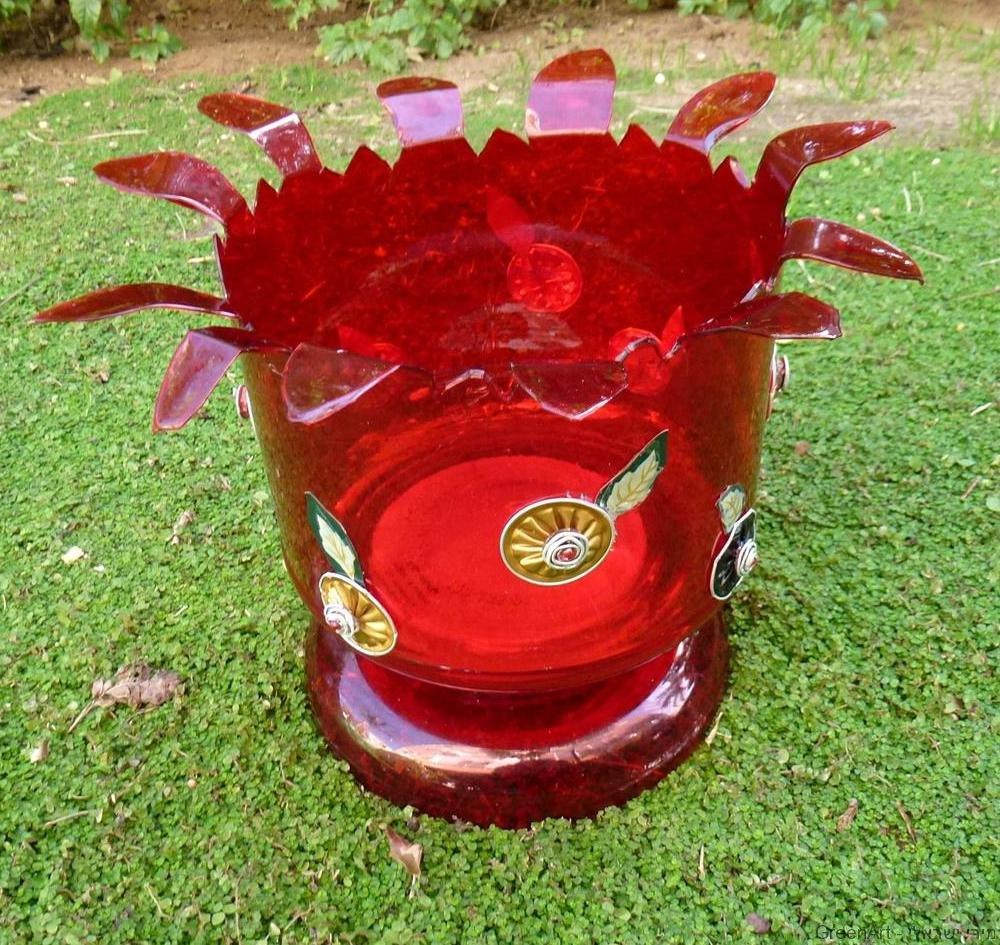 בקבוקי פלסטיק אדום מעוצב בעיצוב אקולוגי עם קפסולות של קפה