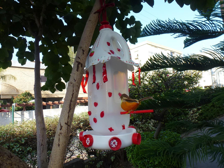מתקני האכלה לציפורים מבקבוקי ומוצרי פלסטיק