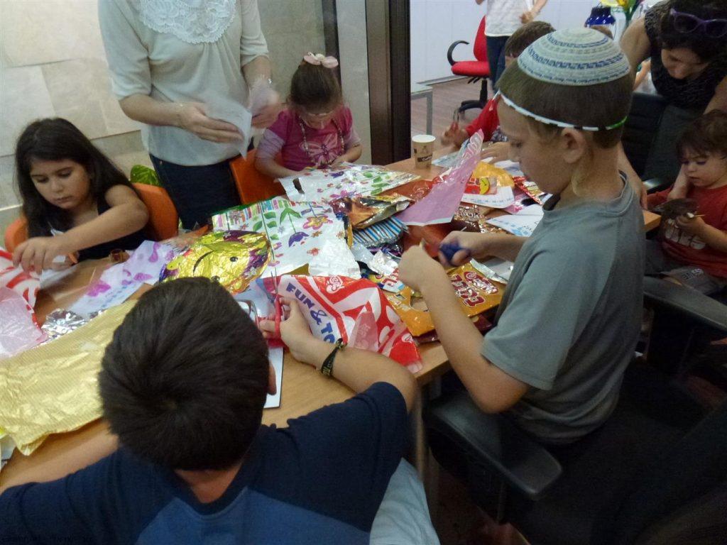 פעם היינו שקיות פלסטיק ואריזות מזון וכעת הפכנו ליצירות מרהיבות