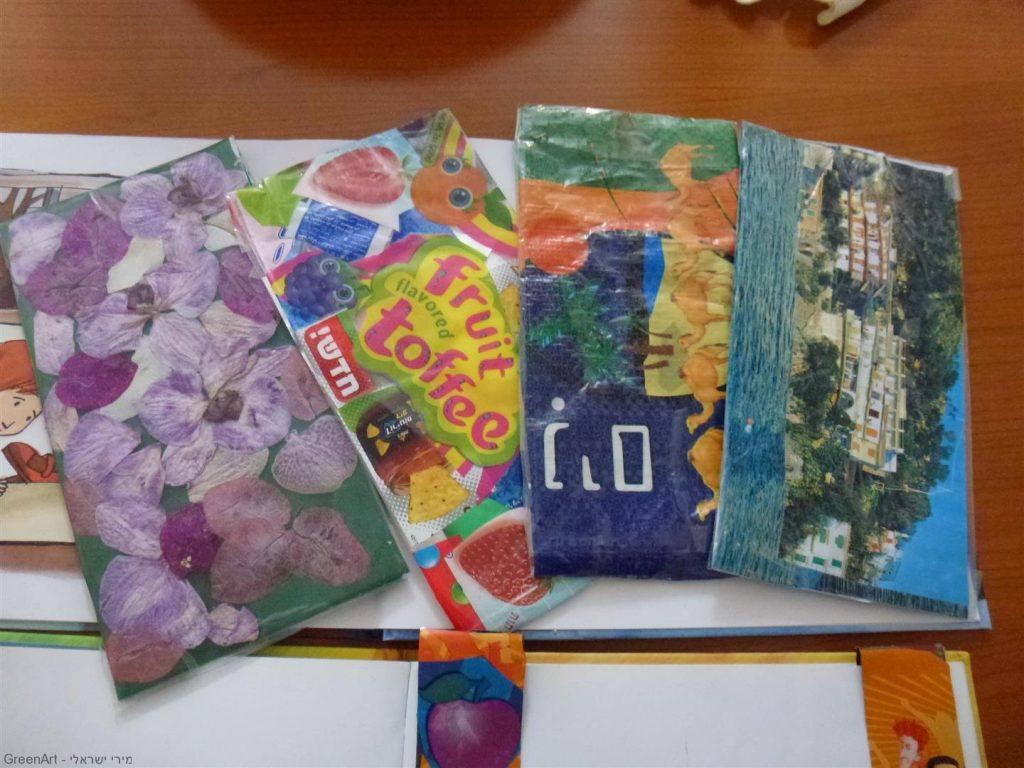 קלמרים מעוצבים משקיות פלסטיק, אריזות חטיפים ופרחים מיובשים