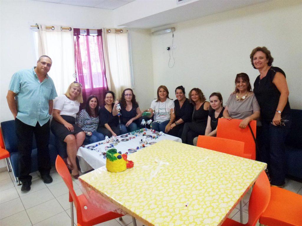 צוות הפנימייה ומתנדבי בנק לאומי למשכנתאות
