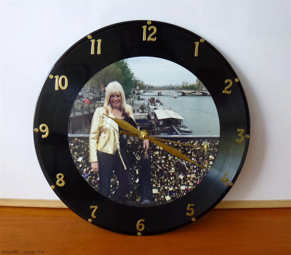 מתנה ירוקה ייחודית מתקליט ישן לשעון חדש