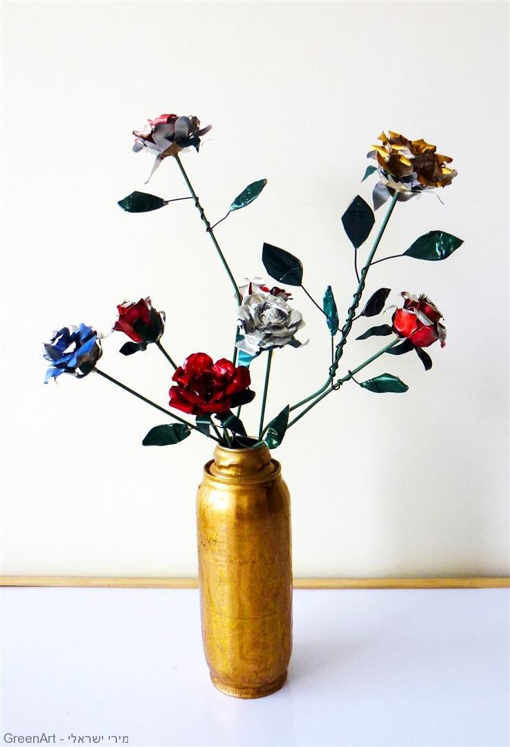 פיסול פרחים מבתי נרות, קפסולות קפה ובקבוק מפח
