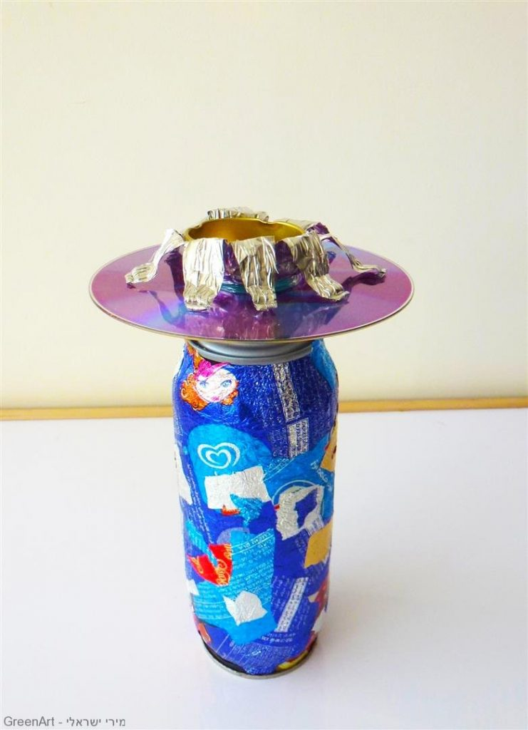 חנוכייה ממוחזרת מאריזות מזון ובקבוקי מתכת- אמנות אקולוגית