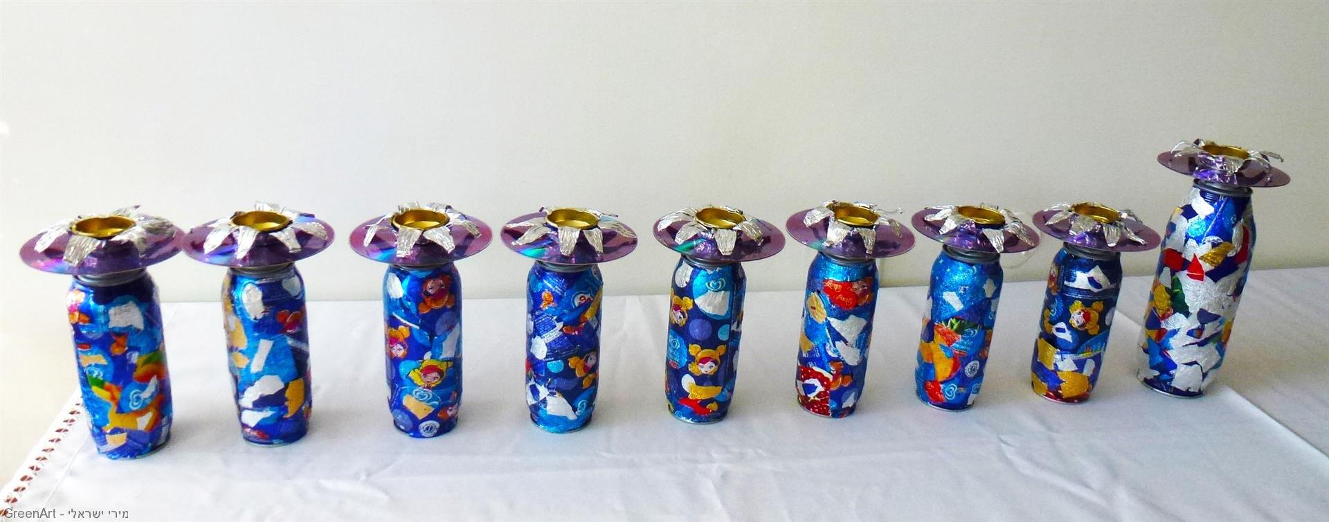 חנוכיה הממוחזרת מאריזות מזון ותקליטורים - Menorah made from recycled materials