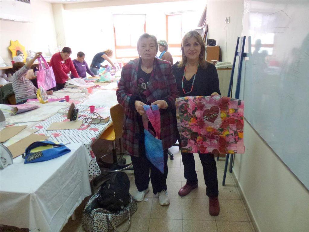 אני עם שרה והתיק האומנותי שיצרה