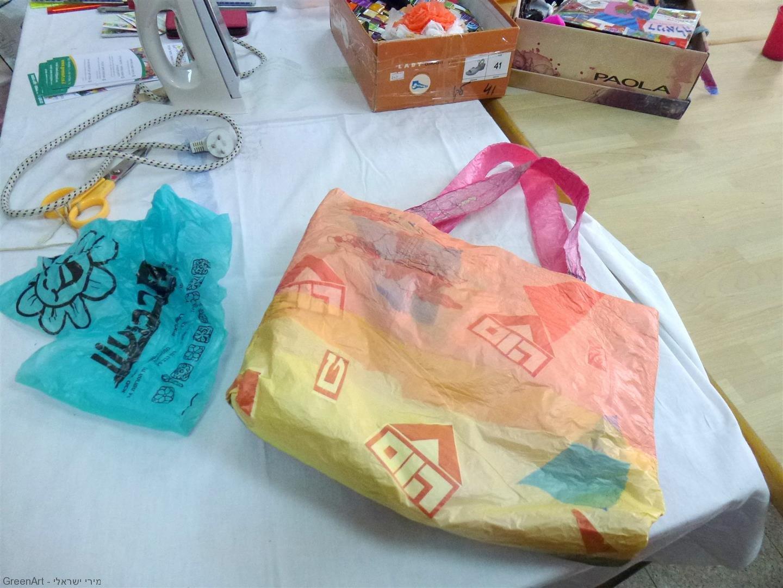משקיות ניילון ישנות מהשוק לתיק חדש מרהיב וצבעוני