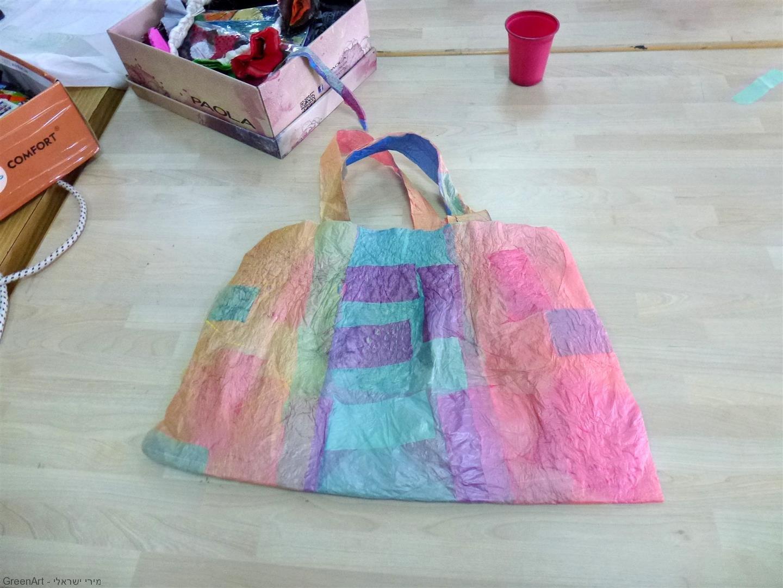 משקיות ניילון ישנה מהשוק לתיק חדש מרהיב וצבעוני