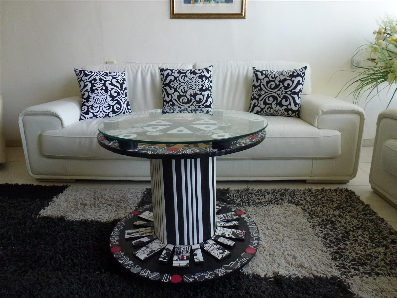 שולחן הפופ ארט המשתלב בסלון המודרני של השכן שלי