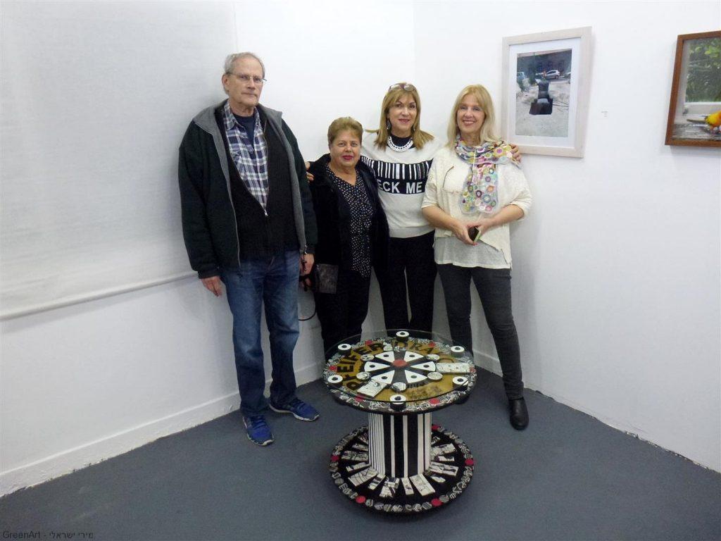אמנים חברי מוזה  בביקור בתערוכה