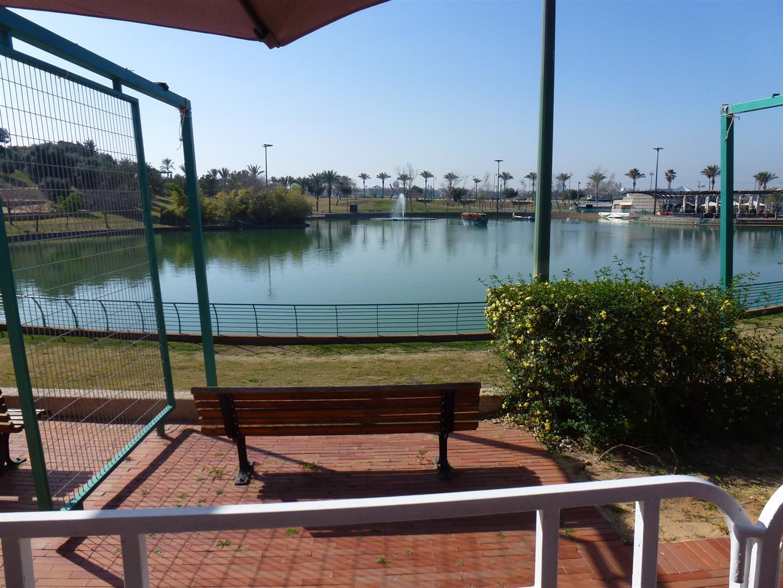 נוף פארק רעננה הפסטורלי מול הגן המוזיקלי