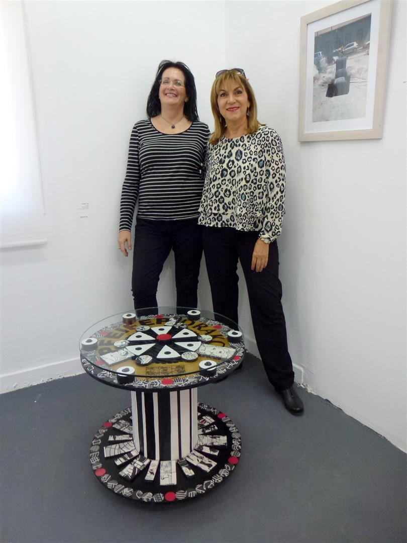 חברתי שרה אינדורסקי בביקור בתערוכה