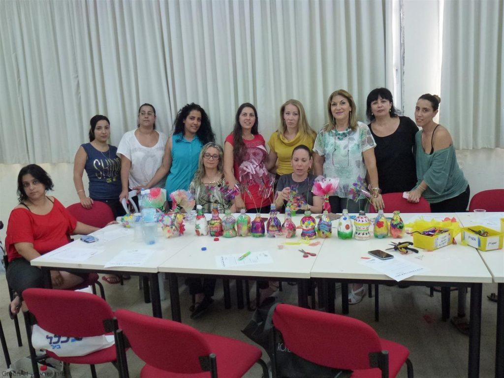 מפגשי העשרה לסייעות להכנת יצירות עם הילדים מחומרים בשימוש חוזר
