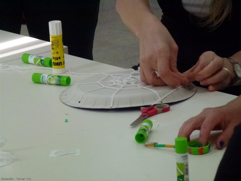 כיצד יוצרים קורי עכביש מחומרים בשימוש חוזר