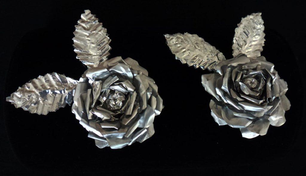 פרחים מועצבים מפסולת  בתי נרות שנותרו מנרות של שבת