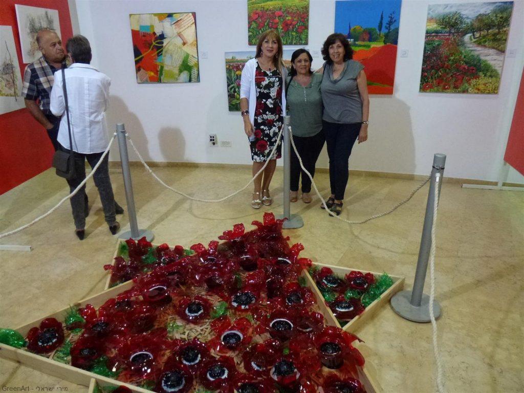 חברותיי לינדה ולילי באירוע הפתיחה של התערוכה