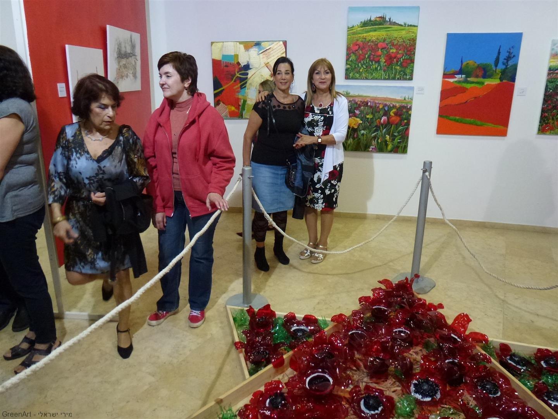 עם חברתי היקרה ורד נוי המלווה אותי בכל התערוכות