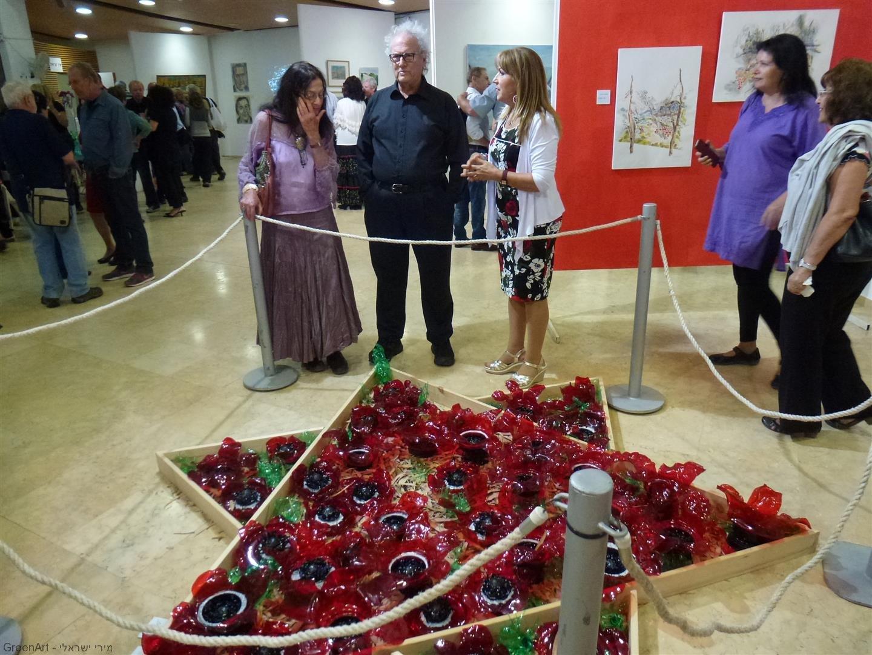 חבריי האמנים יעל פרויליך ואורי דה בר מבקרים בתערוכה