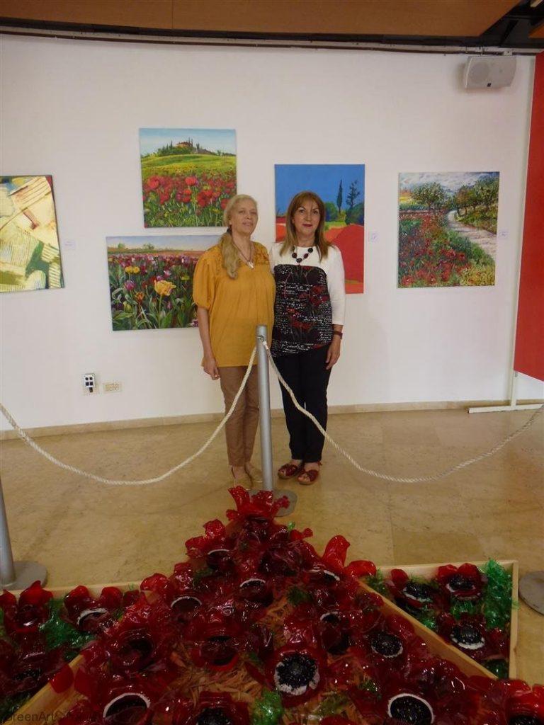 ביקור של האמנית האקולוגית דפנה מרגולין בתערוכה שלנו