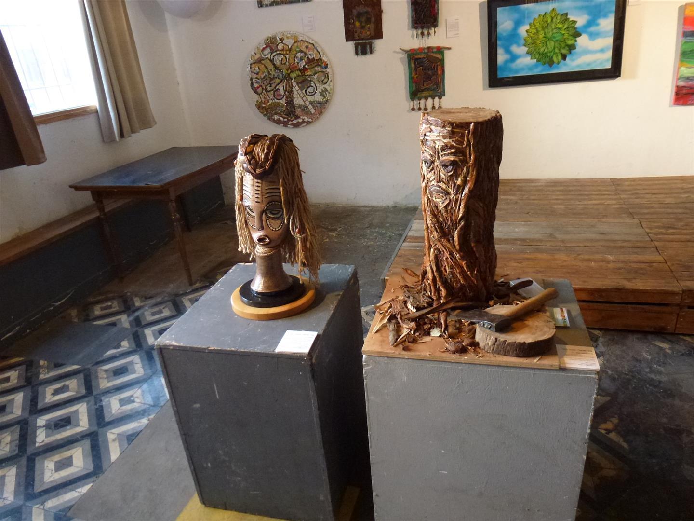 פיסול אמנות אקולוגית כמסר לשמירת העצים מפני כריתה וכמסר לצורך בשמירת הסביבה