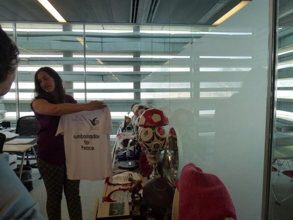חולצות ממרכז המבקרים בבית פרס לשלום