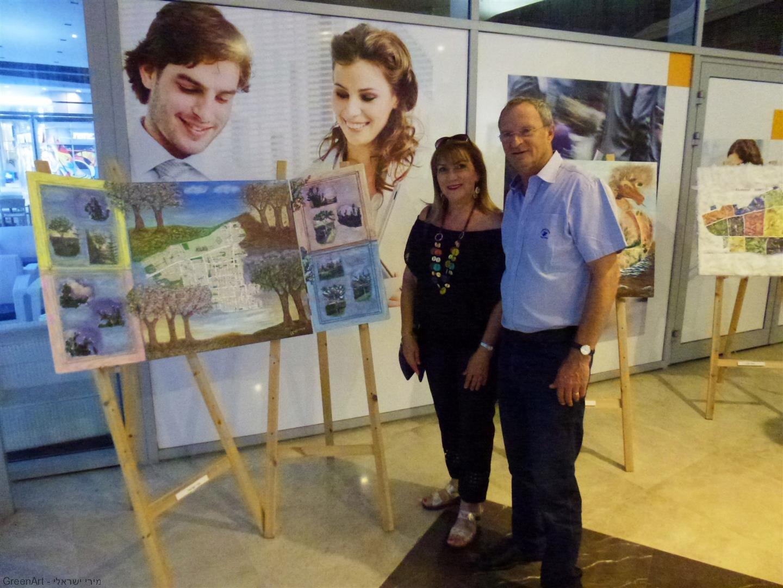 ליד היצירה שלי עם ראש עיריית רעננה מר זאב ביילסקי