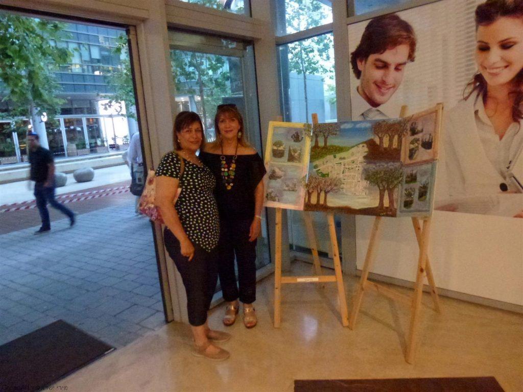 ליד חלון האסמבלאג'  עם חברתי האמנית מרגלית ראג'ואן