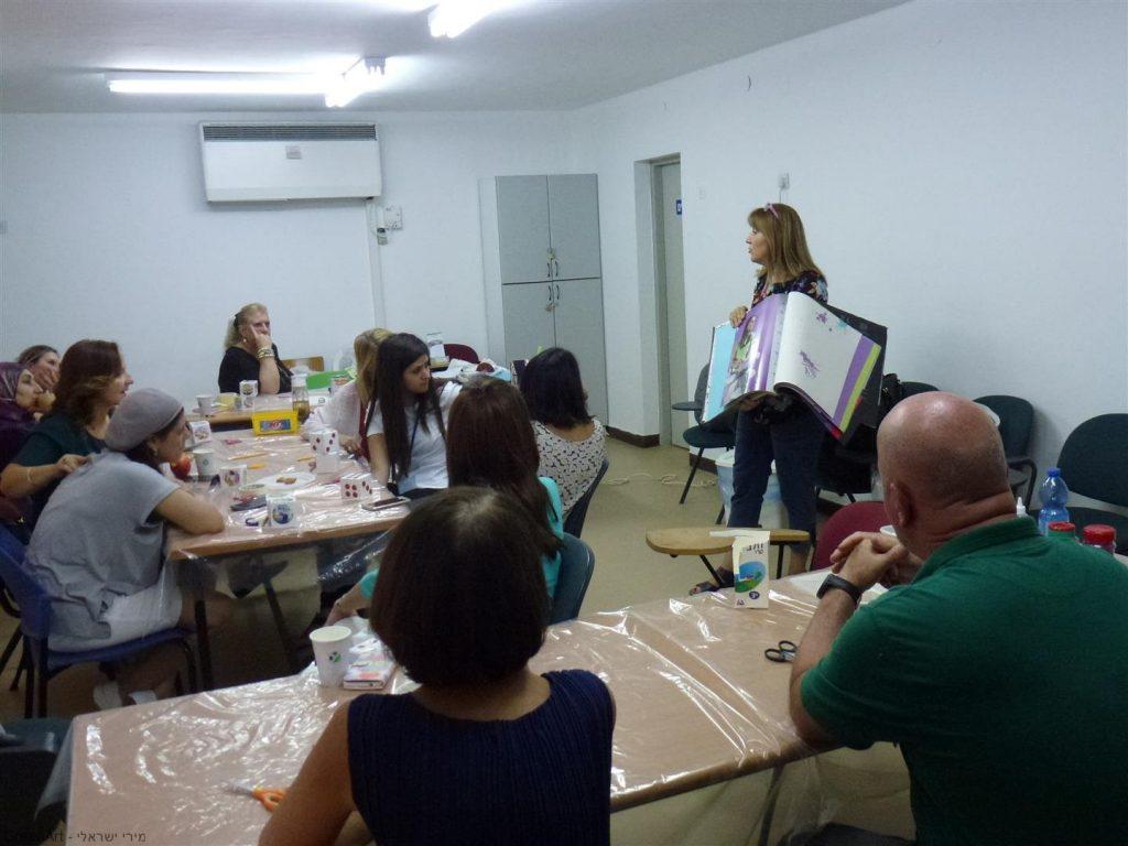 הדרכה למורים לשימוש חוזר בניילונית ליצירת נרתיקים וקלמרים צבעוניים