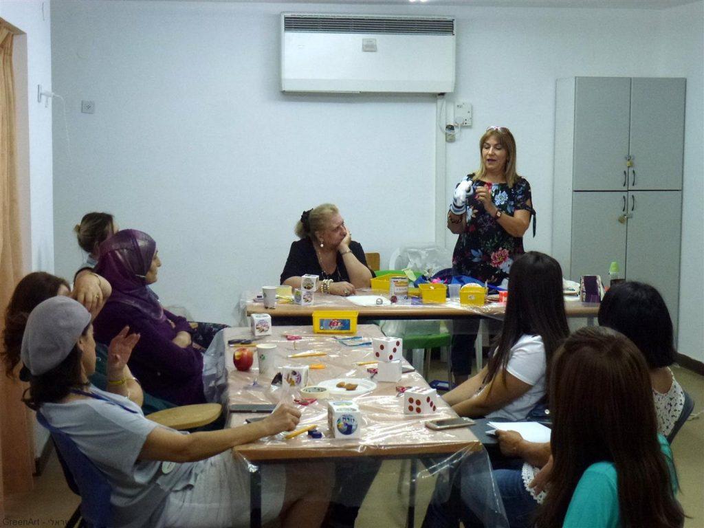 הדרכה למורים להכנת יצירות מגוונות מחומרים בשימוש חוזר לעבודה עם התלמידים