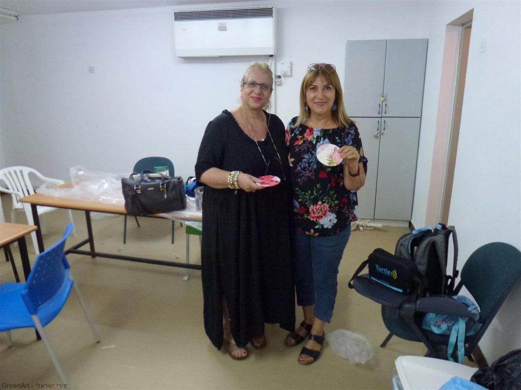 עם המורה יולנדה יהודית אלבז היצירתית בסדנת יצירה למורי בית הספר -העמק- בעפולה