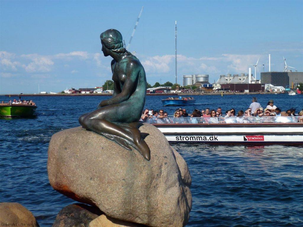 פסל בת הים הקטנה הסמוך למזח