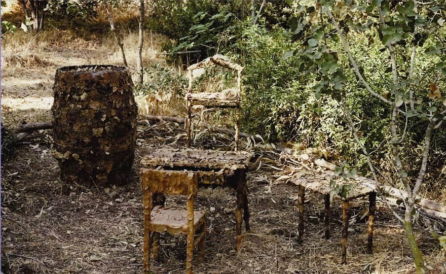 שי זכאי  יוזמת התערוכה ביצירה בחזרה לאדמה מיצב 2006