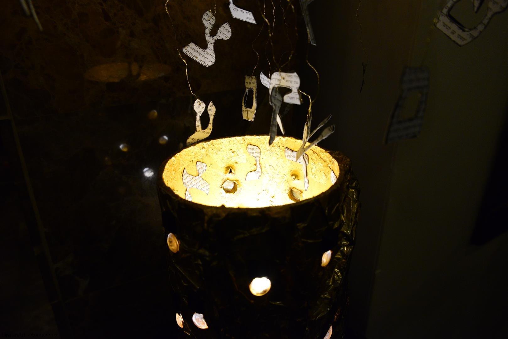 אותיות שפת הקודש שלנו המתהוות מהחושך אל האור ומפסולת לבריאה מחודשת
