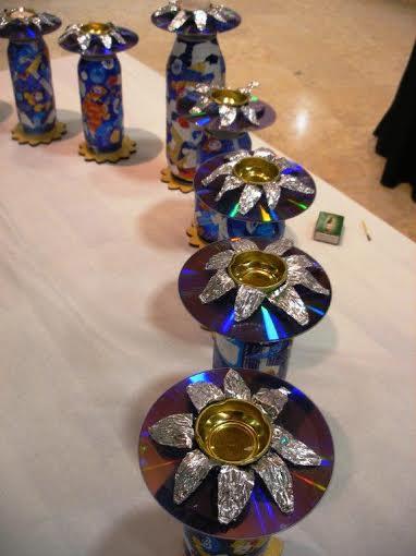 חנוכיית המיחזור שהודלקה באירוע הפתיחה של תערוכת אמני מוזה ברעננה