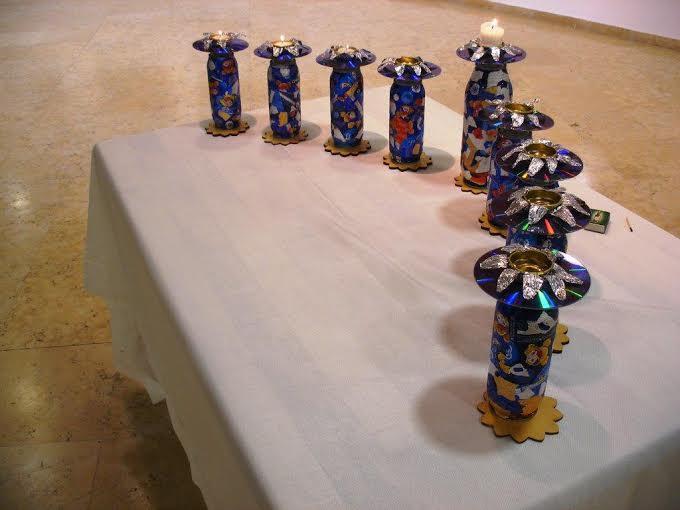 חנוכיית אמנות אקולוגית בטקס הפתיחה לתערוכת אמני מוזה ברעננה