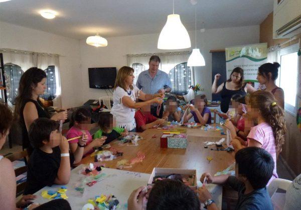 סדנת יצירה ירוקה משקיות ניילון לילדי הכפר הירוק