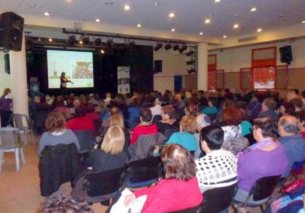"""הרצאות למאות מחברי מועדון הותיקים של מתנ""""ס עולמות פ""""ת"""