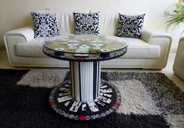"""עיצוב שולחן כאמנות אקולוגית לתערוכת """"חפצים מספרים סיפור"""" ברעננה"""